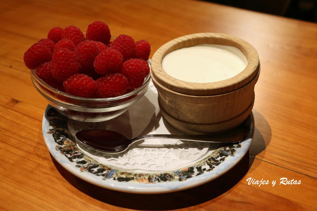Crema de queso con frambuesa, Gruyeres