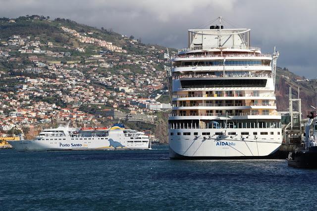 ferry Lobo Marinho and cruise ship AIDAblu