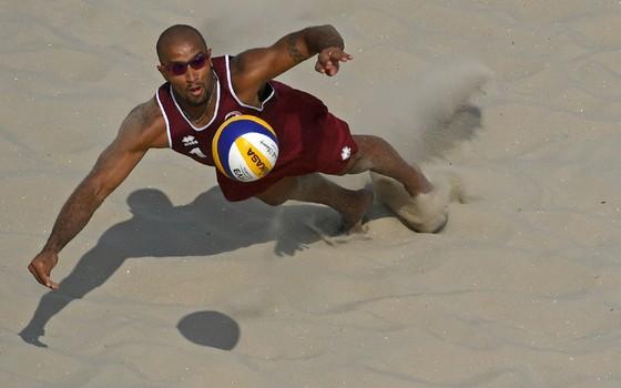 Jefferson Santos quando representava o Catar no vôlei de praia