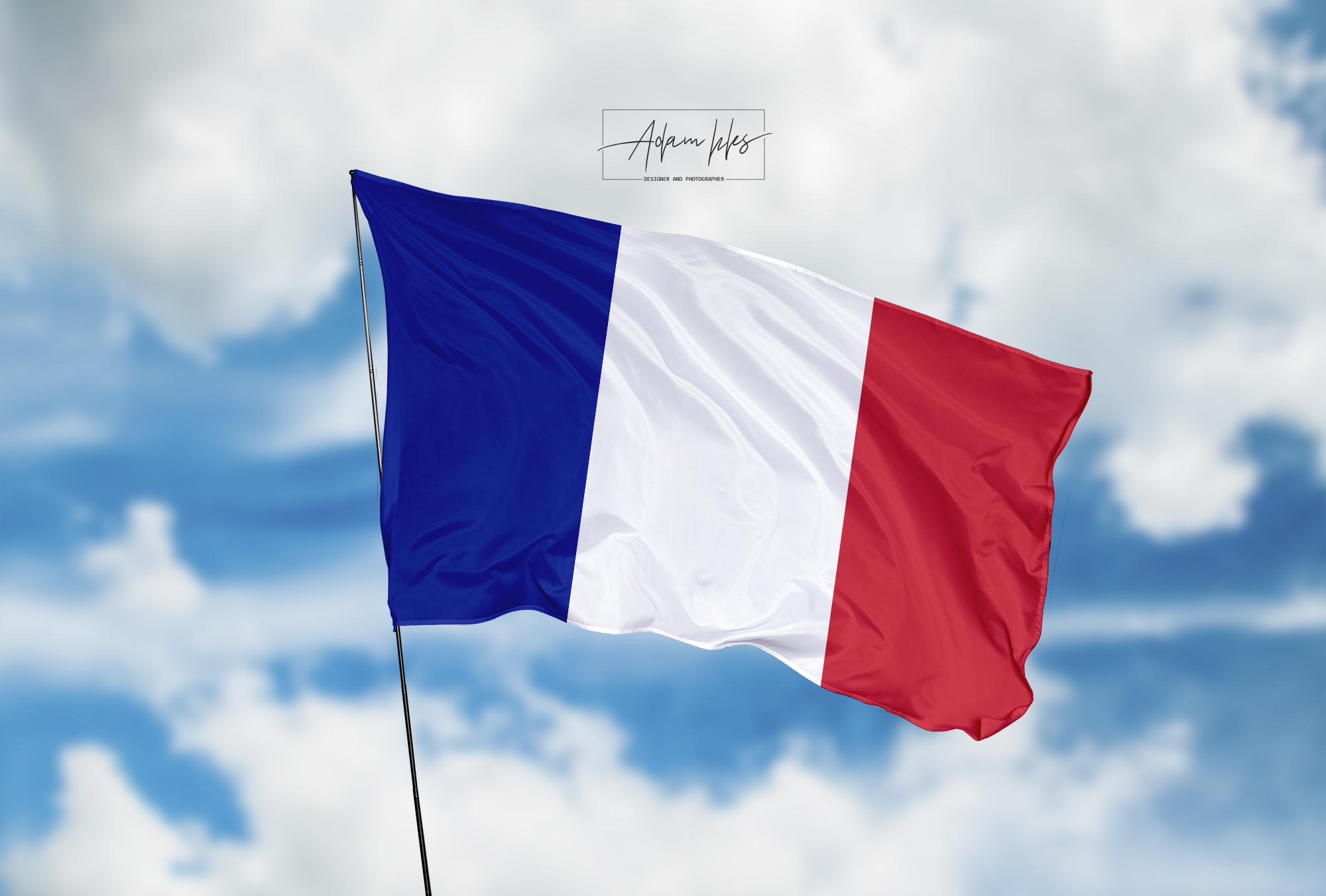 تحميل اجمل خلفية علم فرنسا يرفرف في السماء - اجمل خلفيات فرنسا الرائعة