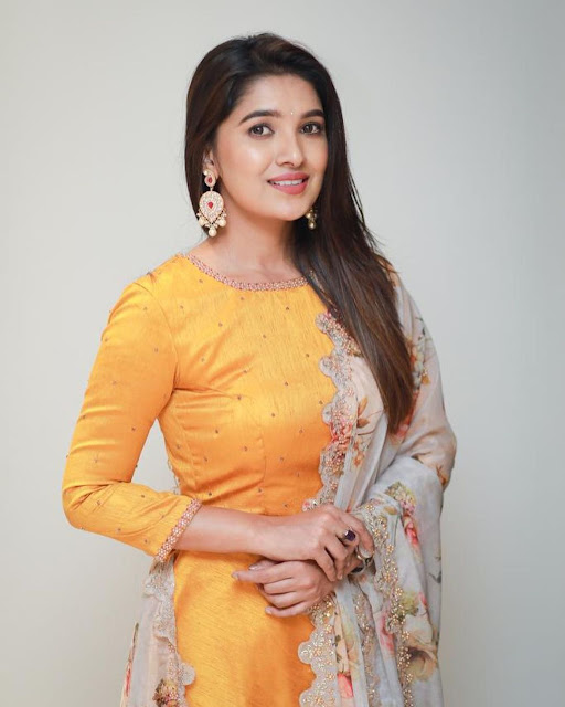 Vani Bhojan  (Indian Actress) Wiki, Biography, Age, Height, Family, Career, Awards, and Many More