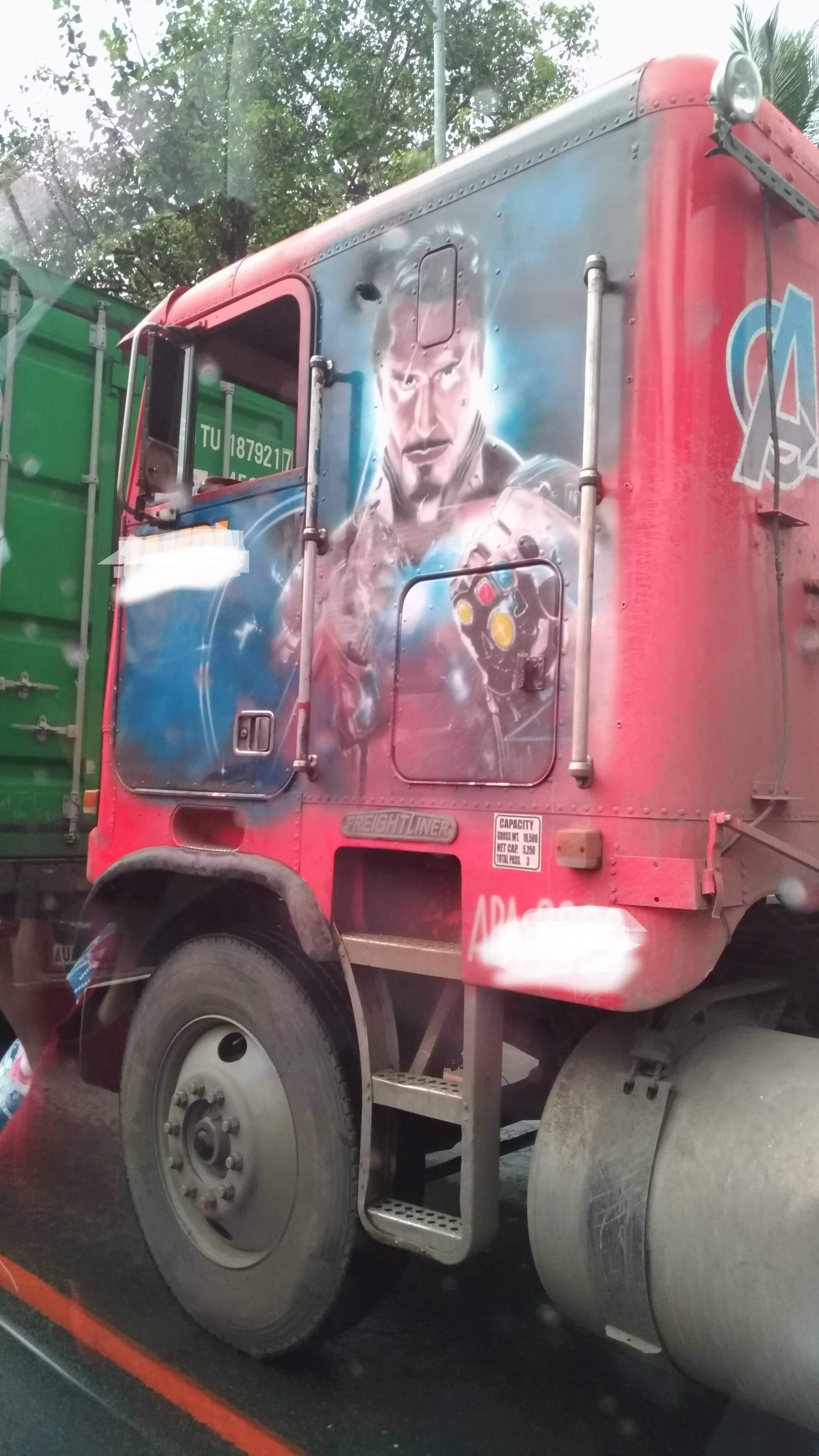 Iron Man Truck : マーベル・マニアの運転手さんのアイアンマン・トラック😄