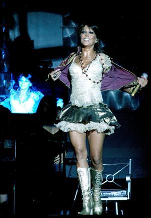 Foto de Alejandra Guzmán en pleno concierto