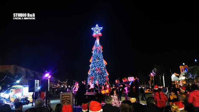 Άναψε το Χριστουγεννιάτικο δέντρο στη Νέα Κίο