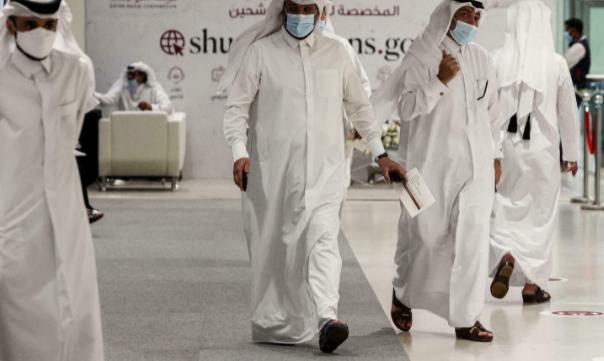 القطريون يصوتون لاختيار ممثلهم لأول مرة في مجلس الشورى
