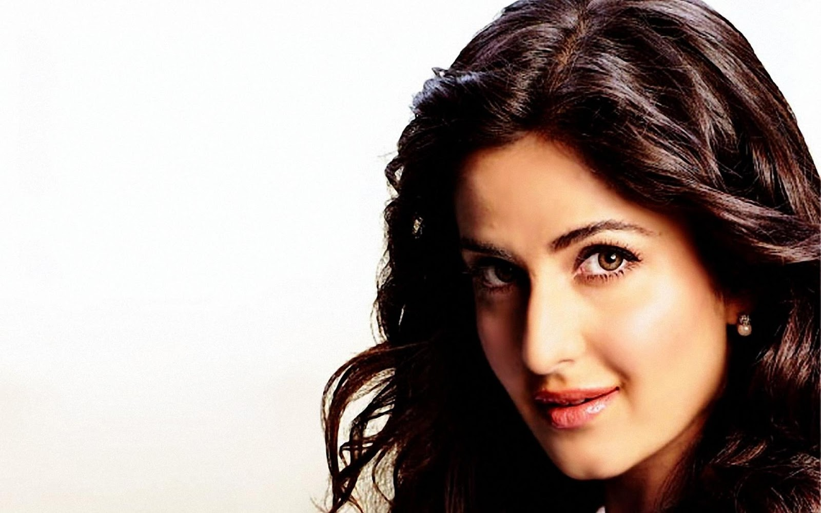 Ravishment: Katrina Kaif Bollywood Actress HD Wallpapers