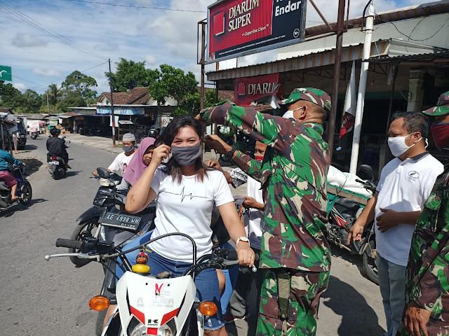 Pembagian masker kepada warga Kemalang  dalam rangka Persiapan New Normal  dari Pemerintah