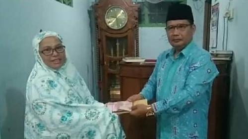 Anggota DPRD Kota Padang Buya Zulhardi Serahkan Bantuan Rp10 Juta untuk MTI Musholla Nurul Hidayah