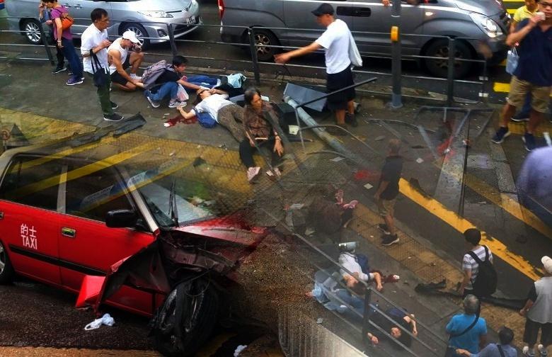 Taksi kehilangan kendali dan Tabrak trotoar di Aberdeen, 9 Orang Terluka, 1 Koma