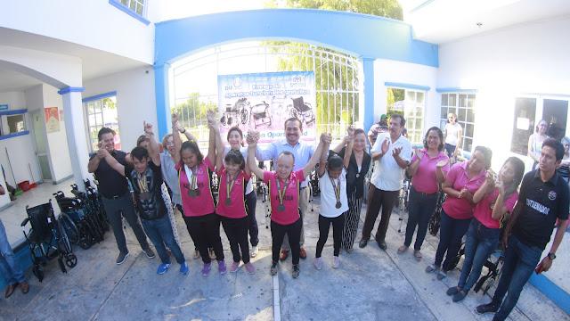 Reciben autoridades municipales a ganadores de paralimpiada estatal