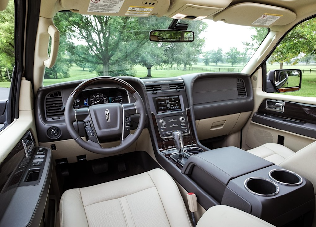 2015 Lincoln Navigator interior cream