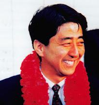 初当選当時の若き頃の安倍総理