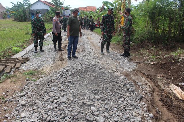 Dandim Tinjau pelaksanaan TMMD Pembukaan Jalan Baru Desa Samong