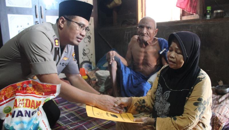 Jumat Barokah, Kapolres Madina Dan Insan Media Sinergi Bersedekah