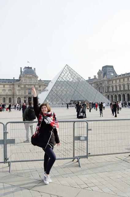 Paris, Luvr, Paryż, Louvre, Francja, France; girl