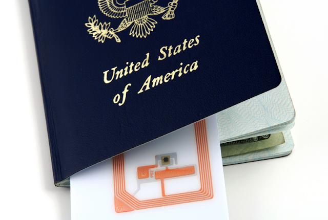 e-Passports  yang dilengkapi chip khusus