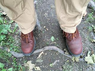 Nilkkavarsikengät ensimmäisellä kävelyretkellä.