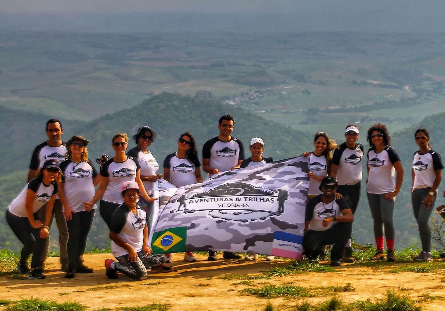 0d1f4a247 Subimos o Morro do Itaóca (também conhecido como Morro do Rato). O seu  ponto culminante atinge 414m. O local é utilizado pelas emissoras de rádio  e ...