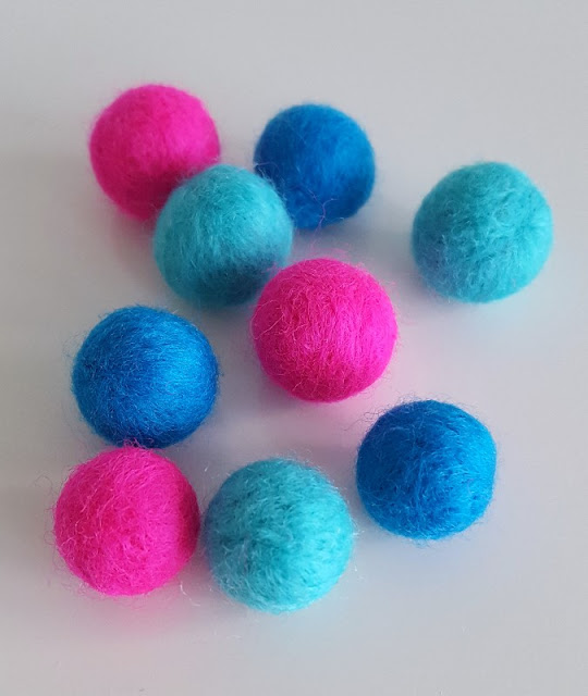 Make your own gorgeous colourful felt balls!