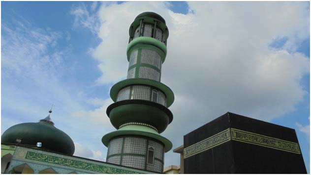 Replika Kakbah Hitam di Asrama Haji Medan sebagai latihan untuk tawaf saat melaksanakan rukun haji sesungguhnya