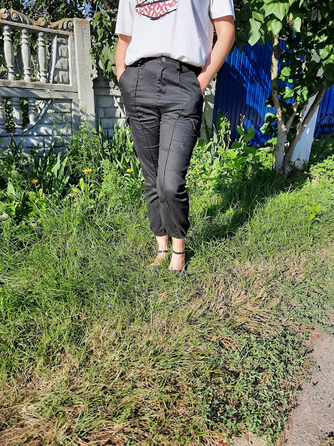 https://femmeluxefinery.co.uk/products/black-cargo-slim-fit-trouser-sunny