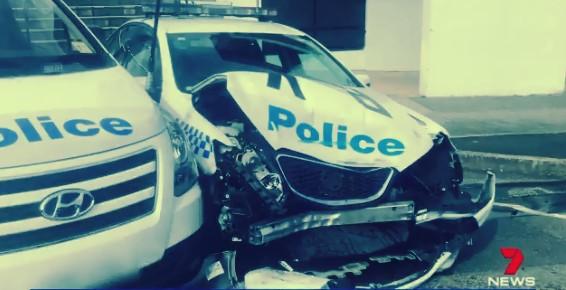◄|شاهد| هنا أستراليا | سائق يصطدم بسيارة شرطة: اكتشفوا مخدرات بقيمة 140 مليون دولار