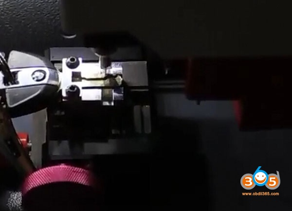 sec-e9-cut-bmw-motor-f800-key-12