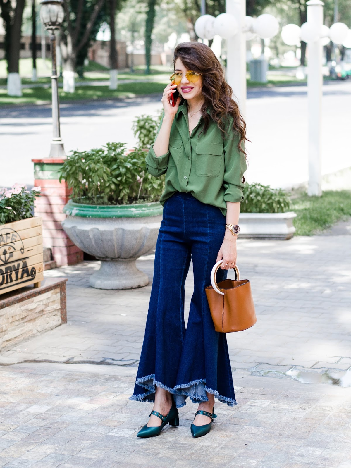 fashion blogger style blogger silk shirt jeans how to wear silk shirt diyora beta diyorasnotes tashkent