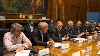 Los ministros de Energía y Minería, Juan José Aranguren, y de Interior y Obras Públicas, Rogelio Frigerio, participaron del encuentro con los representantes de las provincias en el CFE