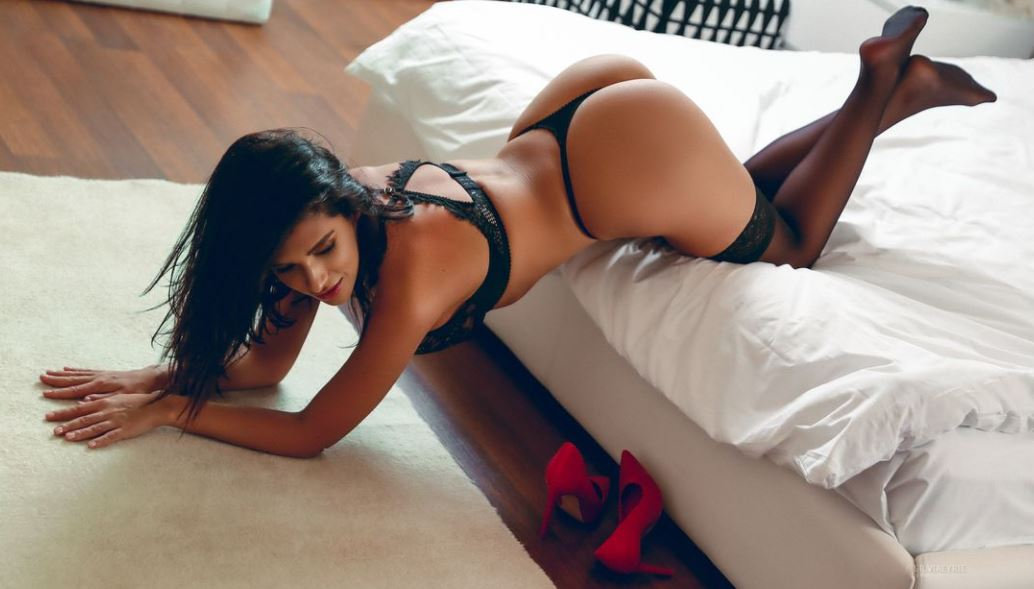 https://www.glamourcams.live/chat/SilviaEyrie