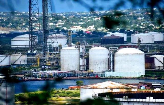 Tres compañías intentan reemplazar a PDVSA en la refinería Isla de Curazao