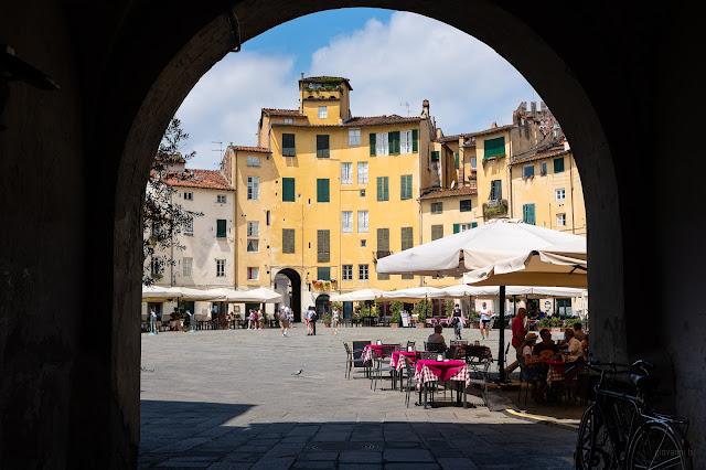 Fotografia di Piazza dell Anfiteatro a Lucca