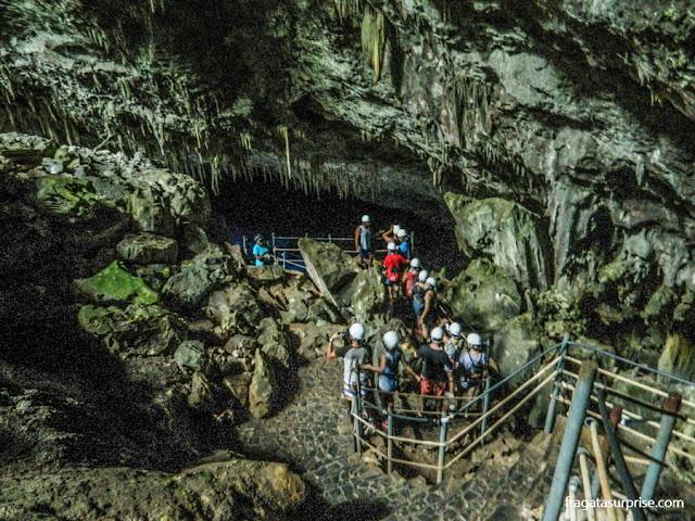 Escadaria na  Gruta do Lago Azul, em Bonito