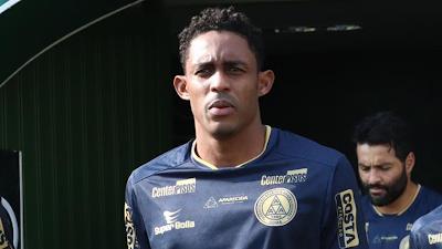 Suspenso pelo terceiro cartão amarelo, artilheiro do Goianão não enfrenta o Atlético nas semifinais