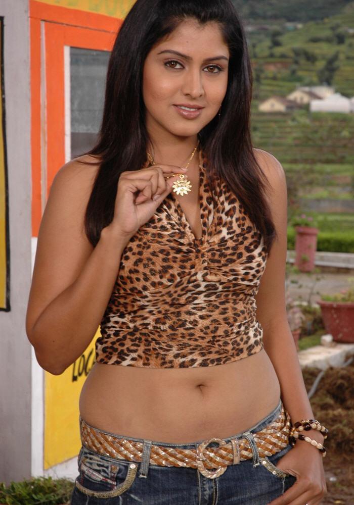 ashvariya rai nipple and hips