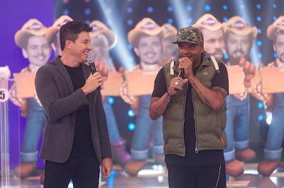 Rodrigo Faro e Fernandinho Beatbox. Crédito: Antonio Chahestian/ Record TV