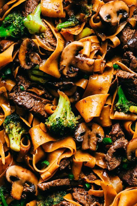 Garlic Beef and Broccoli Noodles