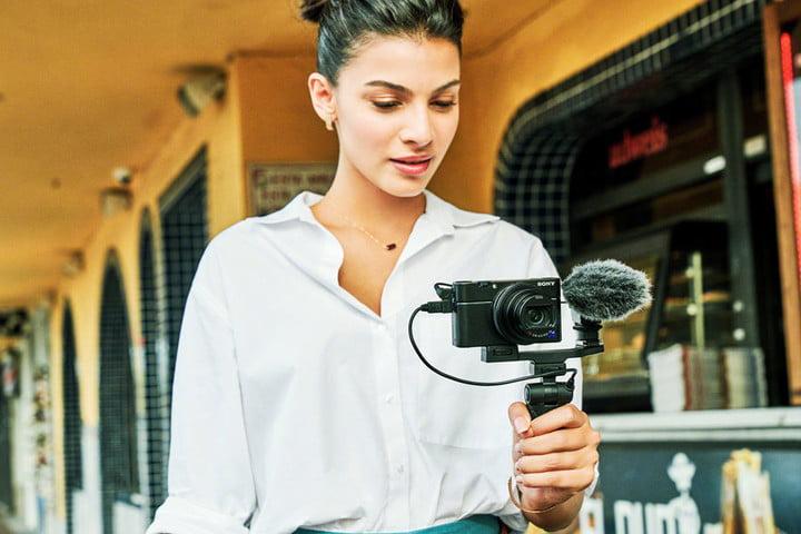 Một số máy quay phim quảng cáo chuyên nghiệp thân thiện hơn khi sử dụng