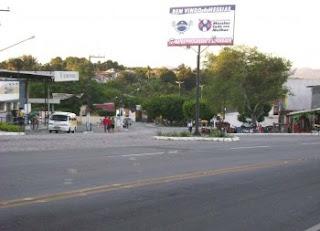 Motorista de micro-ônibus que levava torcedores do Confiança é baleado durante assalto em Messias, Alagoas