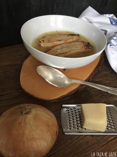 Sopa-tradicional-de-cebolla-y-gratinada
