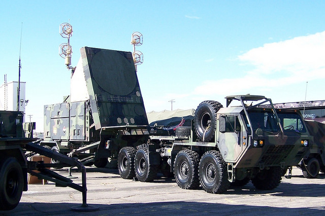 Radar air defence system with HEMTT tractor