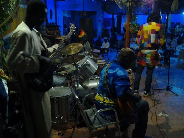 Restaurant, bar, Kassa, Ziguinchor, Casamance, sud, tourisme, orchestre, musique, concert, menu, plat, cuisine, LEUKSENEGAL, Dakar, Sénégal, Afrique