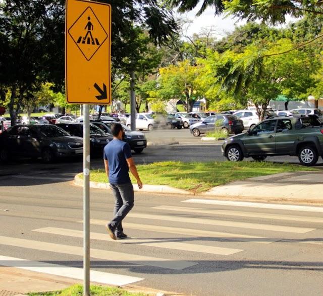 O Detran DF, comemora 24 anos de respeito ao pedestre na faixa, criada no governo Cristovam Buarque na época filiado ao PT