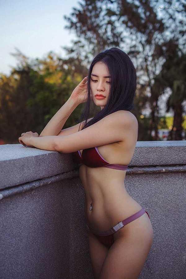 Thân hình thon đẹp mê hồn, hết thô kệch nhờ yoga của người đẹp Biên Hòa