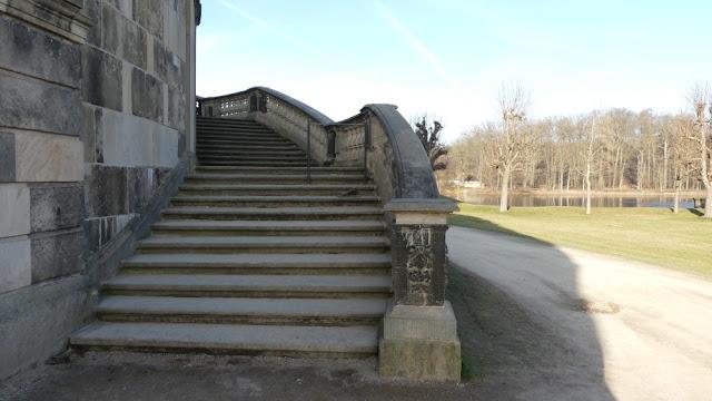 Schloss Moritzburg - Außentreppe mit Schuh