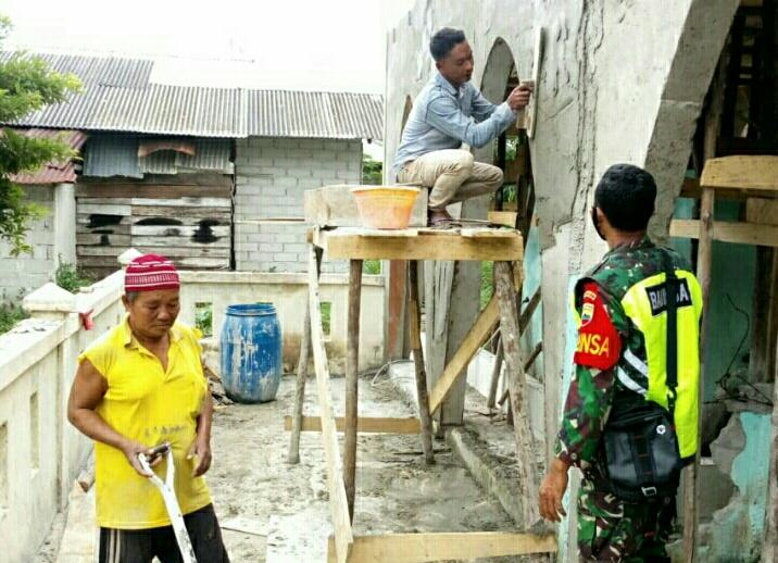 Babinsa Desa Sepempang Melaksanakan Komsos Bersama Warga Untuk Meningkatkan Jalinan Silaturahmi