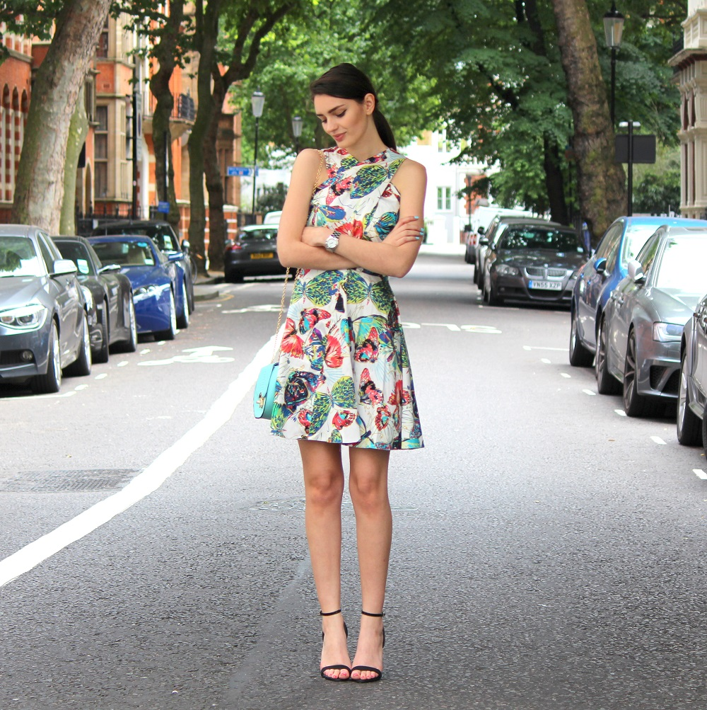 peexo fashion blogger wearing floral dress and mini mint bag and strappy heels