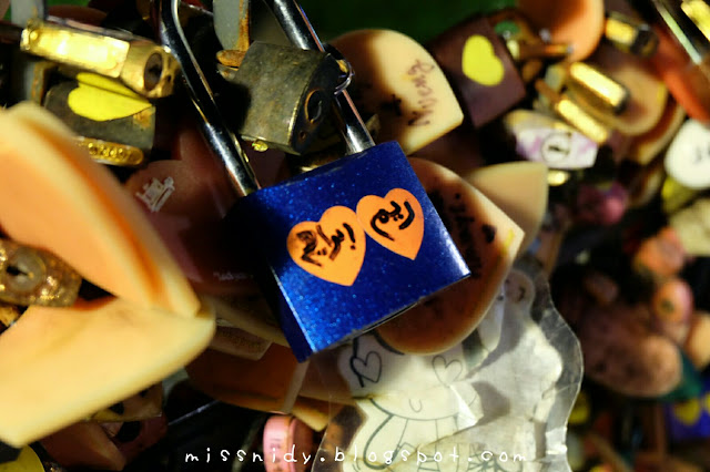 love lock in bangkok