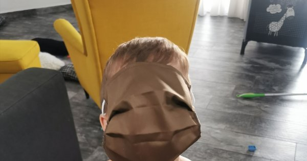 Φιάσκο με τις μάσκες στα σχολεία: Ήταν τεράστιες & άχρηστες!