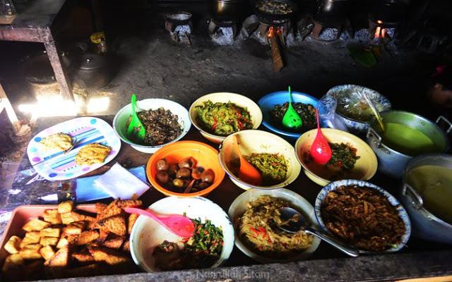Deretan menu sarapan di Warung Bu Yati Bibis